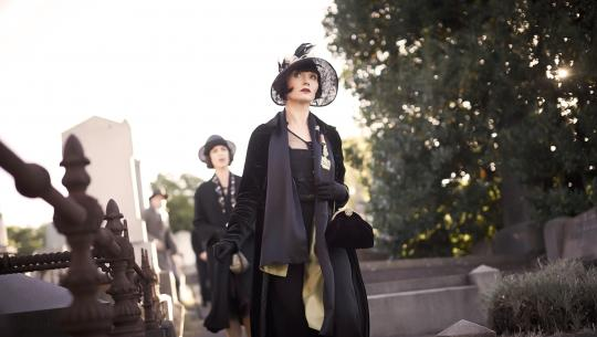 Miss Fisher's Murder Mysteries - S2E2 - Death Comes Knocking