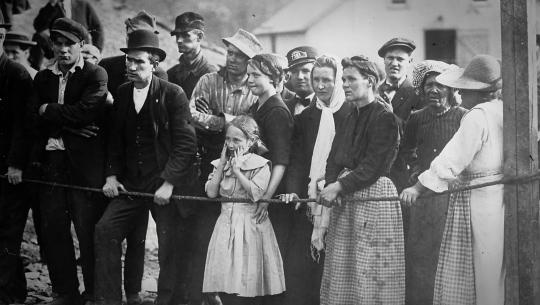 Working People: A History of Labour in British Columbia - E14 - Vancouver Island War